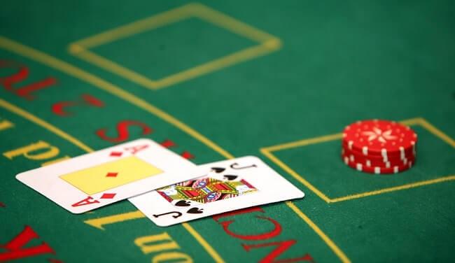 Cómo Jugar Blackjack en Línea